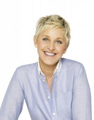 Цвет волос платиновый блондин, короткая омолаживающая стрижка для женщин после 40 лет