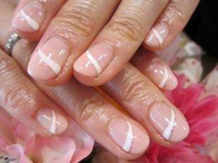 Маникюр на 23 февраля, косой бежевый френч на коротких ногтях