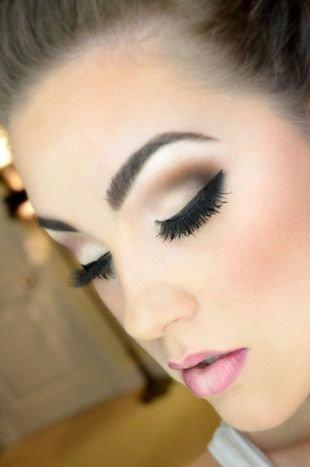 Свадебный макияж в персиковых тонах, макияж на выпускной с накладными ресницами