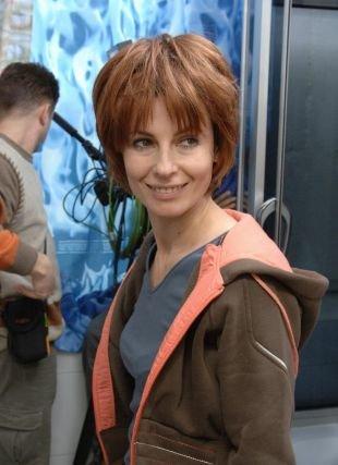 Медно русый цвет волос, короткая стрижка для женщин после 40 лет с овальной формой лица