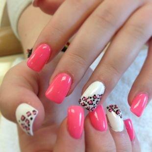 Рисунки на гелевых ногтях, розово-белый маникюр с рисунком леопард