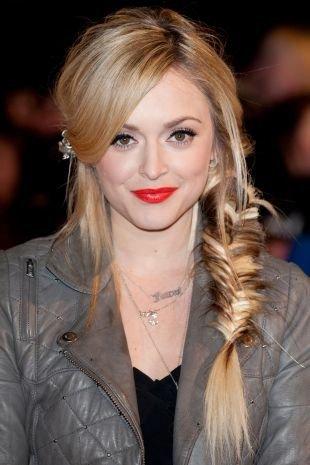 Прически с челкой на длинные волосы, романтичная прическа с косой в стиле «бохо»