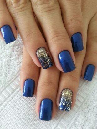 Маникюр на Новый год, синий глянцевый маникюр с золотистыми блестками