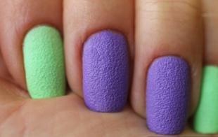 """Сиреневый маникюр, ногти с эффектом """"песка"""" в зелено-сиреневой гамме"""