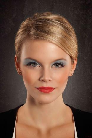 Макияж для блондинок с красной помадой, эффектный вечерний макияж для серо-голубых глаз