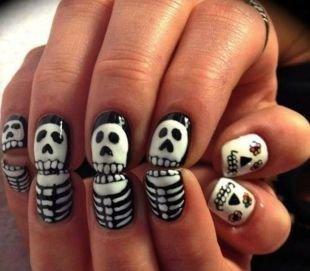 Черно-белый дизайн ногтей, маникюр на хэллоуин - скелеты