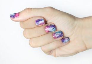 Маникюр на очень коротких ногтях, омбре-маникюр с черными блестками