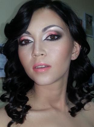 Вечерний макияж для карих глаз, макияж для карих глаз в серых и розовых тонах