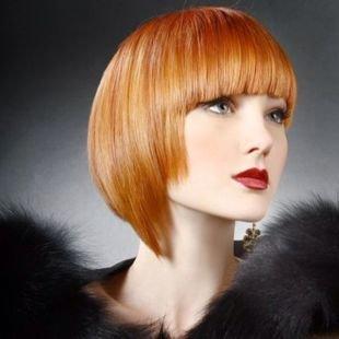 Светло рыжий цвет волос, градуированный боб с челкой ниже бровей