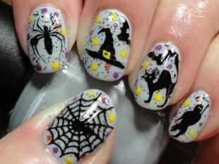 Черно-белые рисунки на ногтях, оригинальный маникюр на хэллоуин