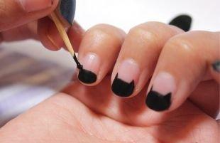 Черные рисунки на ногтях, силуэт кошки на френче