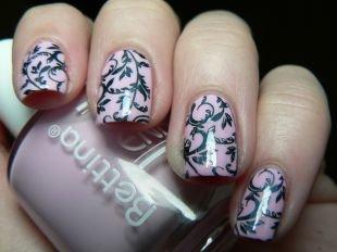 Рисунки с листьями на ногтях, розовый маникюр с черным рисунком