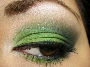 Арабский макияж, макияж смоки айс зелеными тенями