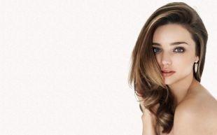 Причёски с распущенными волосами на длинные волосы, прическа на последний звонок в стиле «романтик»