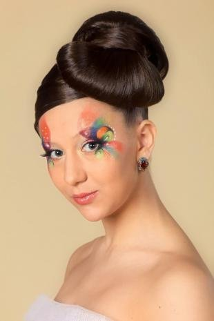 Макияж на Хэллоуин, художественный макияж глаз с разноцветными тенями