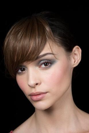 Макияж для круглых карих глаз, серый макияж глаз