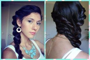 Иссиня-черный цвет волос, прическа на длинные волосы из нескольких кос