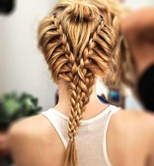 Прически с косами на выпускной на длинные волосы, интересная прическа на основе французской косы