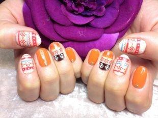 Оранжевый маникюр, орнамент на ногтях