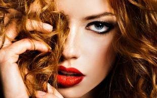 Темный макияж для рыжих, макияж для рыжеволосых девушек с серо-голубыми глазами