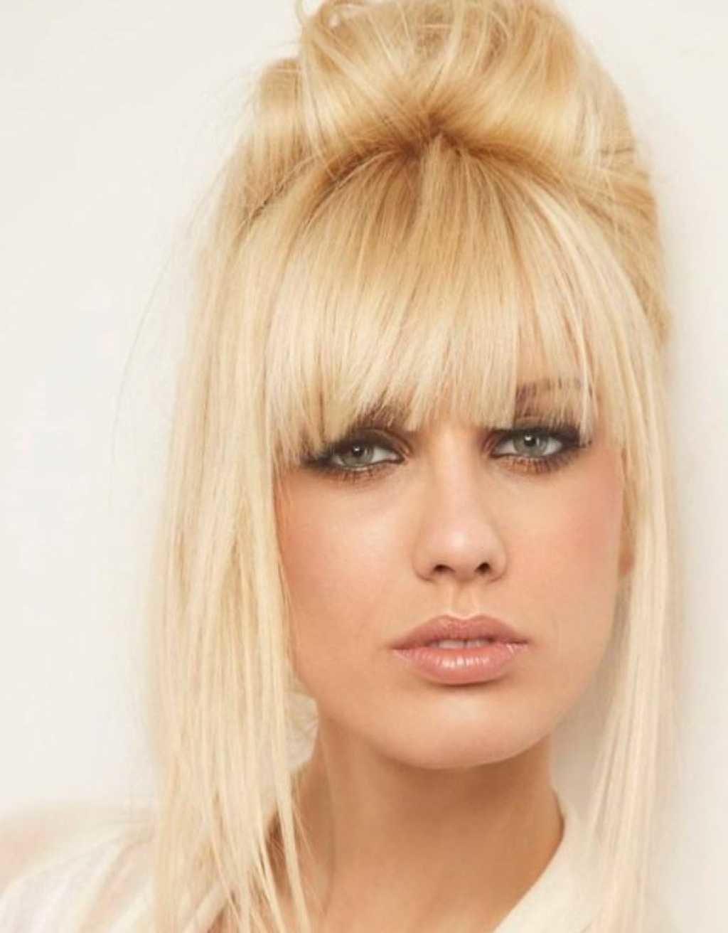 Блондинки причесок с челками