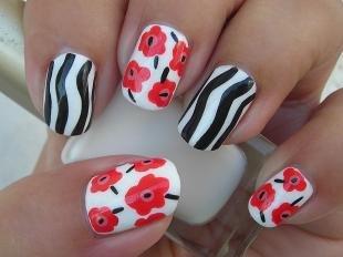 Рисунки с маками на ногтях, маникюр с принтом зебры и маками