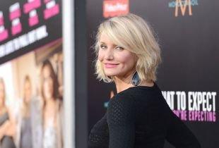Цвет волос холодный блонд, короткие стрижки для женщин после 40 лет с пушистыми волосами