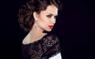 Прически в стиле 30 х годов, восхитительная вечерняя прическа на средние и длинные волосы