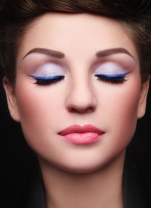 Вечерний макияж под синее платье, макияж для круглых глаз