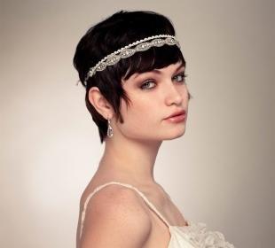 Прически с ободком, греческая прическа на короткие волосы