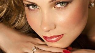Летний макияж для зеленых глаз, макияж для зеленых глаз с яркой помадой