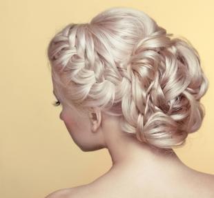 """Перламутровый цвет волос, прическа на выпускной - пучок с косой """"колосок"""""""