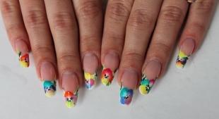 Рисунки на ногтях шеллаком, яркий цветочный френч