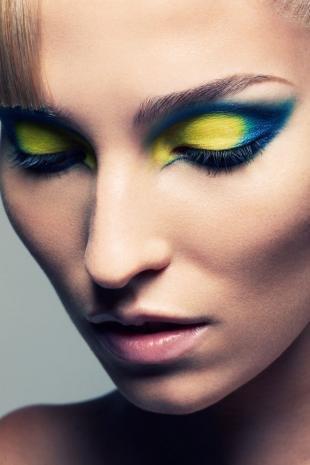 Макияж в клуб, макияж для фотосессии с яркими тенями