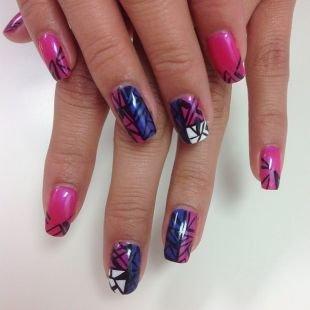 Рисунки на ногтях зубочисткой, маникюр шеллак с геометрическим рисунком