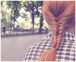 Медовый цвет волос на длинные волосы, прически с плетением - рыбий хвост