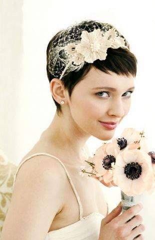 Свадебные прически с цветами, свадебная прически на короткие волосы