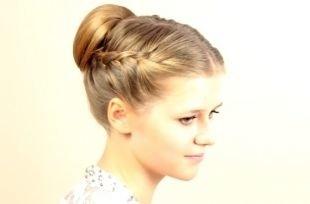 Русый цвет волос на длинные волосы, прическа в школу с пучком и плетением на основе французской косы