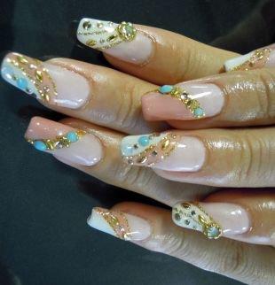 Рисунки фольгой на ногтях, оригинальный дизайн нарощенных ногтей