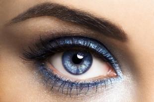 Вечерний макияж под синее платье, синий макияж глаз