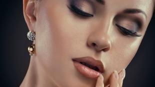 Макияж для брюнеток к синему платью, вечерний макияж для треугольного лица