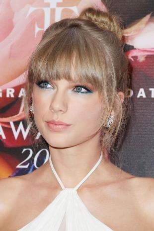 Макияж для девушек, макияж глаз с синим карандашом