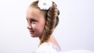 Мышиный цвет волос на длинные волосы, детская прическа с косой