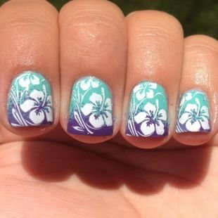 Маникюр с цветами, красивый маникюр с белыми цветами на коротких ногтях
