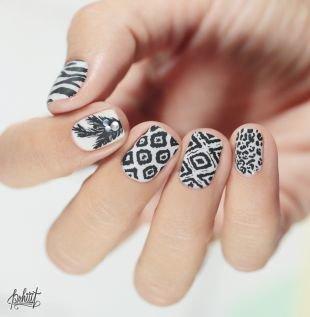 Рисунки на маленьких ногтях, черно-белый новогодний маникюр