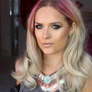 Светлый цвет волос, креативное окрашивание волос