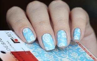 Бирюзовый маникюр, голубой маникюр с белыми цветами