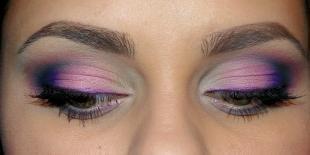 Макияж для круглых глаз, вечерний макияж глаз в сиреневых тонах