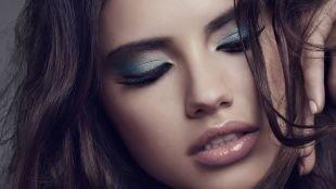 Красивый макияж, макияж для голубых глаз с синими и серыми перламутровыми тенями