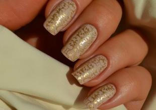 Осенние рисунки на ногтях, бежевый дизайн ногтей с золотистыми узорами